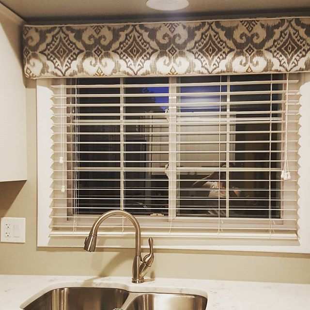 I know this isn't your typical Friday night post but enjoy ;) i Ioved playing a part in this dream kitchen coming together! Perfect fabic, perfect style perfect fit! . . . . . .
