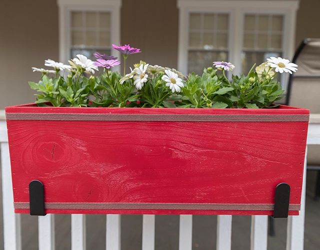 Your mom would LOVE these flower boxes! Link in bio!