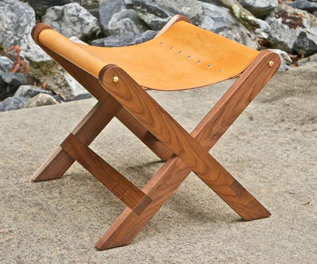 This week's project (link in bio) is one I'm quite fond of, a Walnut and Leather stool. First time doing #leatherwork, certainly not my last. Sponsored by @arrowfastener