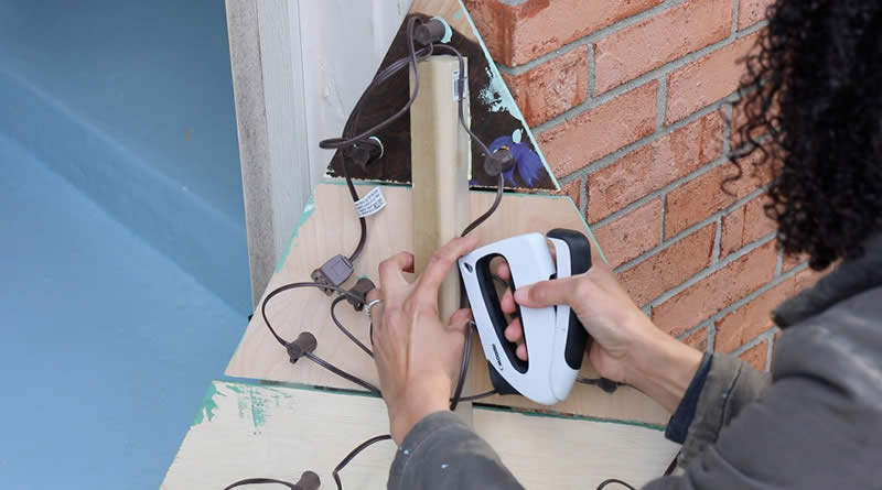wall-mounted-chrstms-tree-arrow-project-step6.jpg