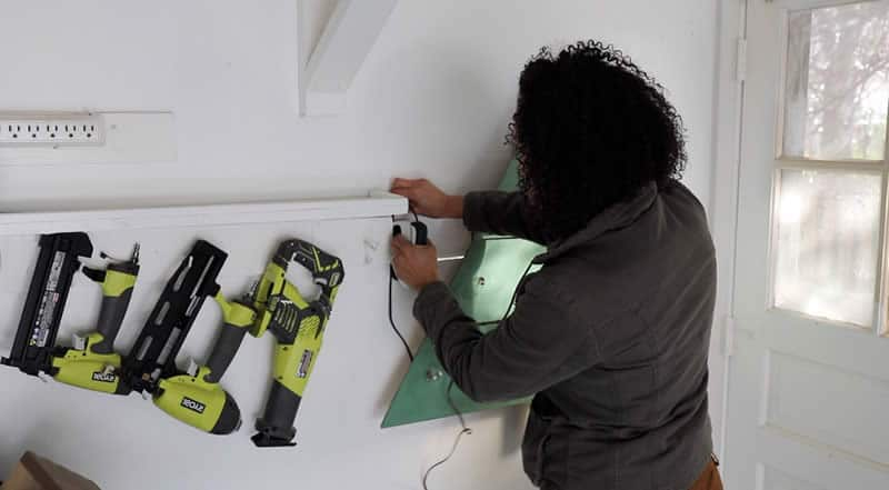 wall-mounted-chrstms-tree-arrow-project-step8.jpg
