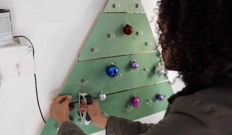 wall-mounted-chrstms-tree-arrow-project-step9b.jpg