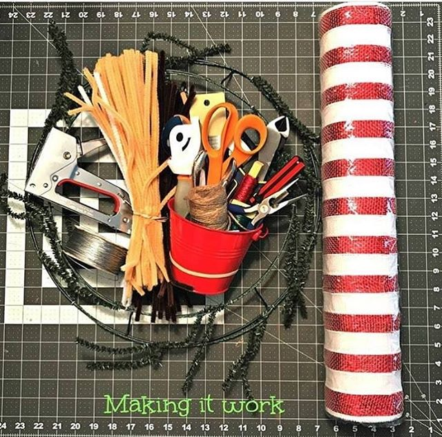 to @wreathsbyjacky, who shared this photo of the JT27 Stapler and the other tools she used to make her amazing wreaths! What's in your crafting kit?