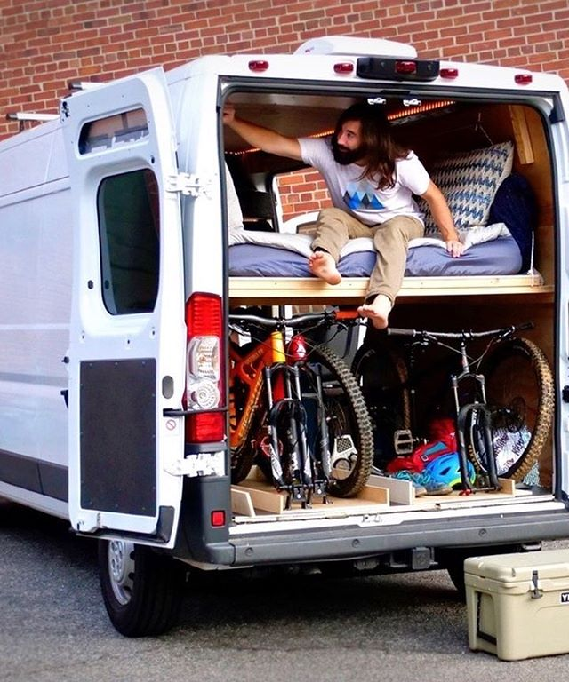 A bed that converts to a couch *and* fits in your van? Check out this fun project from @CraftedWorkshop by clicking the link in our bio! . . . . . . .